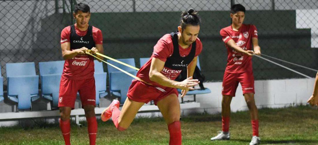 Óscar Ribera ya se entrena con el grupo tras superar el Covid-19. Foto: FBF