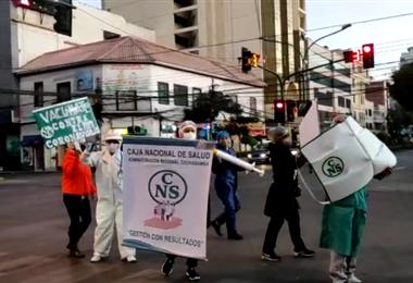 Personal de la CNS en Cochabamba realizó su campaña de concientización (Foto: Unitel)