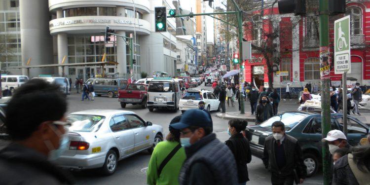 Levantan restricción horaria a la circulación en La Paz