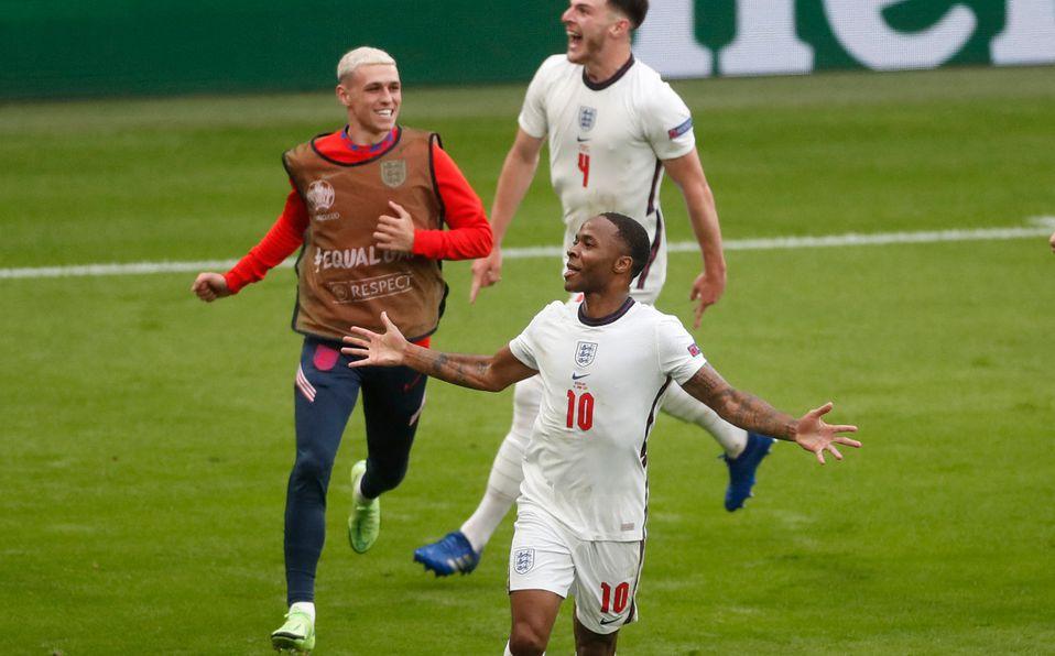 Raheem festeja el pase de Inglaterra a Cuartos de Final. (FOTO: AFP)