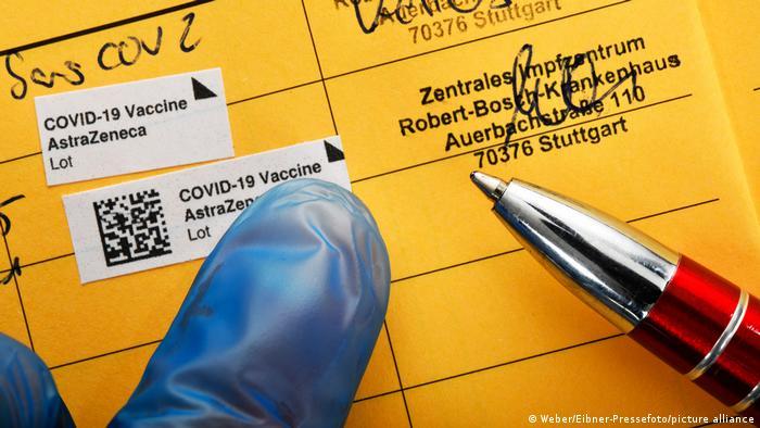Un certificado de vacunación de la OMS es suficiente para ingresar a algunos estados miembros de la UE, pero no a todos.