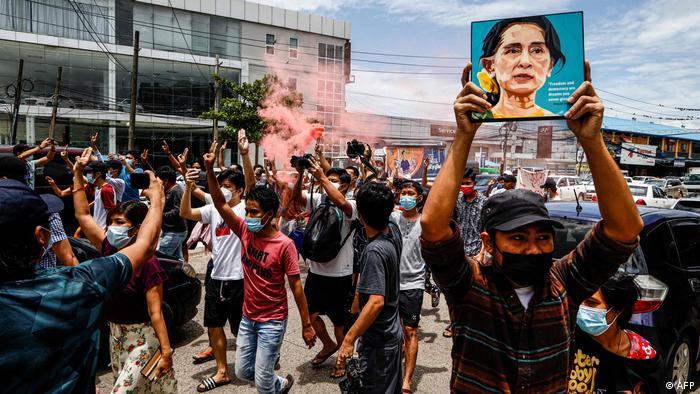 Myanmar Yangon | Proteste gegen Militärregime an Geburtstag von Aung San Suu Kyi