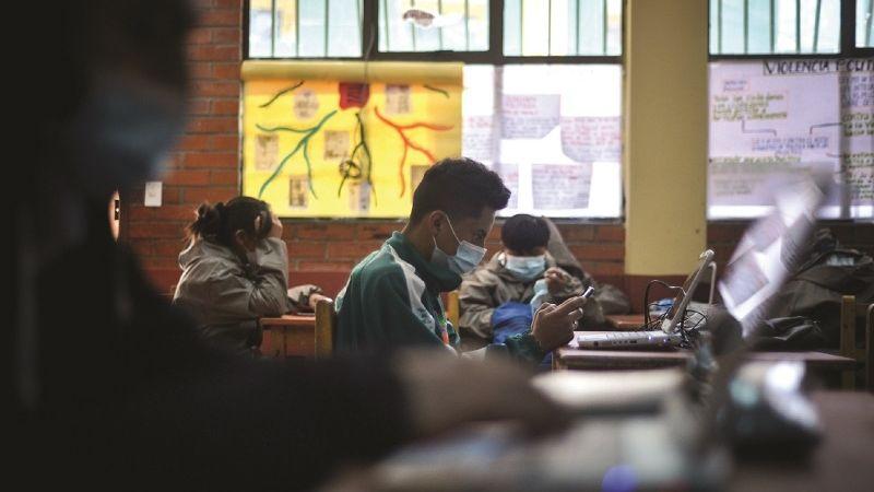 30% de estudiantes reprobaron el trimestre por falta de internet y equipos