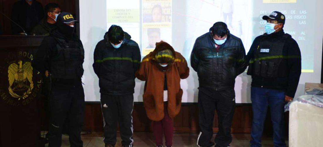 La Policía presentó a tres de los acusados por los robos