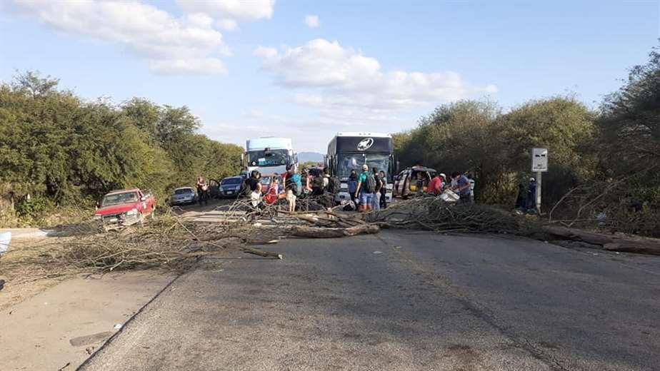 Foto Radio Lagunillas: el bloqueo se encuentra en la comunidad Pampa Redonda.