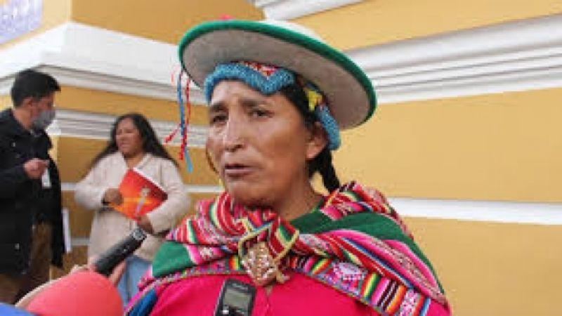 Patty: Yo siento por la señora Añez, pero quién le ha hecho firmar esos decretos...