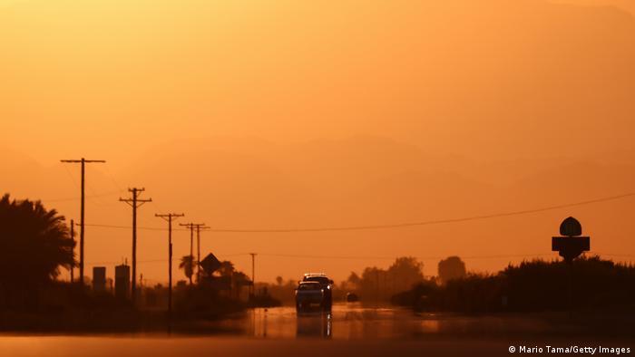 USA HItzewelle in Kalifornien |Thermal, highway mirage