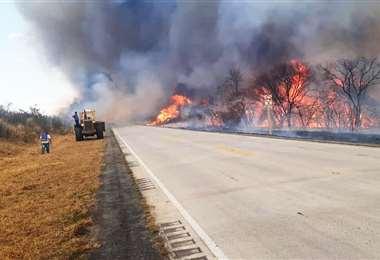 Las huellas depredadoras del fuego se podían apreciar desde la carretera