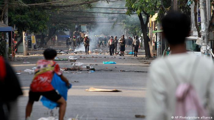 Myanmar Yangon | Protest gegen Militärregierung