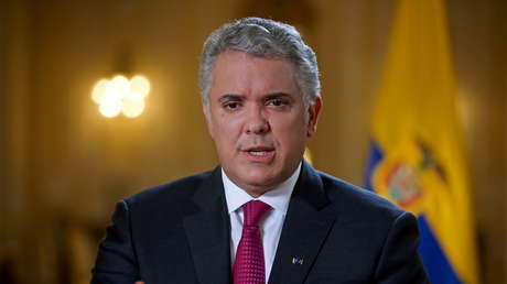 El presidente Iván Duque firma una ley que reducirá la jornada laboral en Colombia