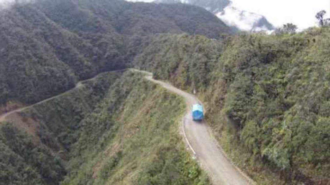 Imagen referencial de la carretera a los Yungas paceños. OPINIÓN