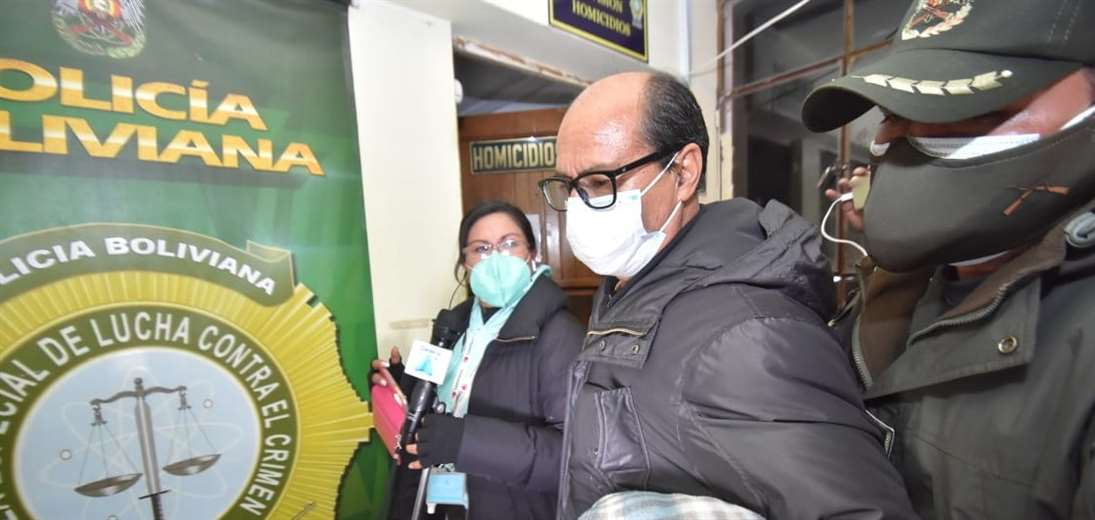 El acusado llega a las oficinas de la DELCC en La Paz (Foto: APG Noticias)