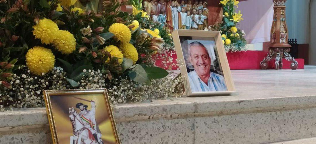 Familiares y amigos participan de la misa por el año de partida de Urenda (José Elio Alba)