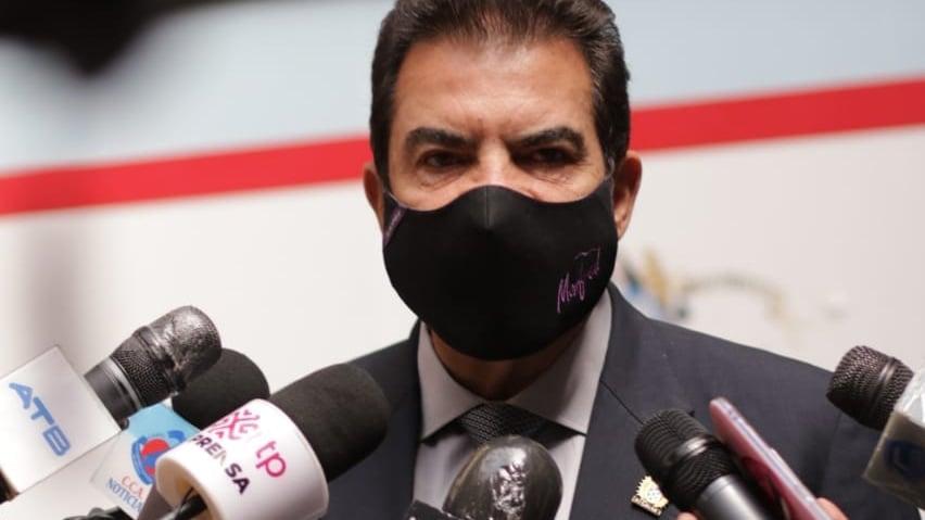 El alcalde Manfred Reyes Villa, ante los medios de comunicación. GAMC