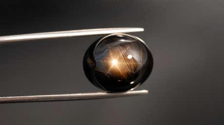 Perforan un pozo y encuentran el zafiro estrella más grande jamás visto que pesa media tonelada y puede llegar a valer 1.000 millones de dólares