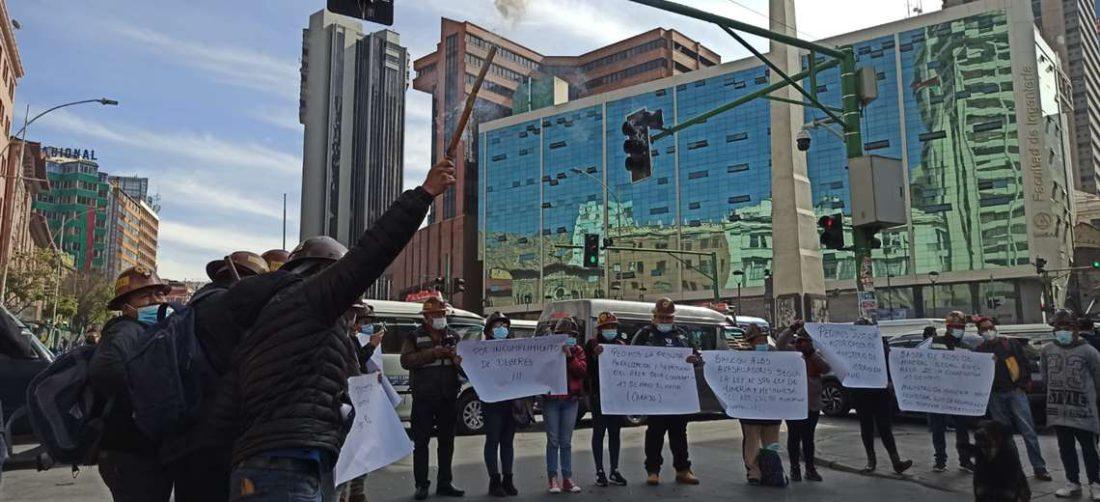 Los cooperativistas auríferos están en emergencia y anunciaron marcha y bloqueos