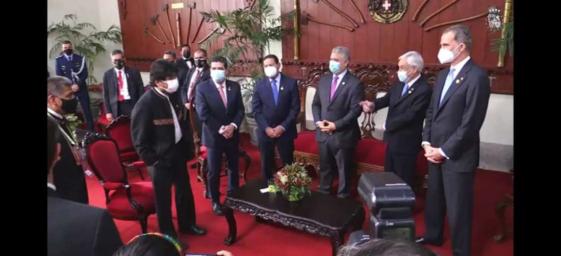Evo Morales y Sebastián Piñera en Lima, Perú. Foto: Captura