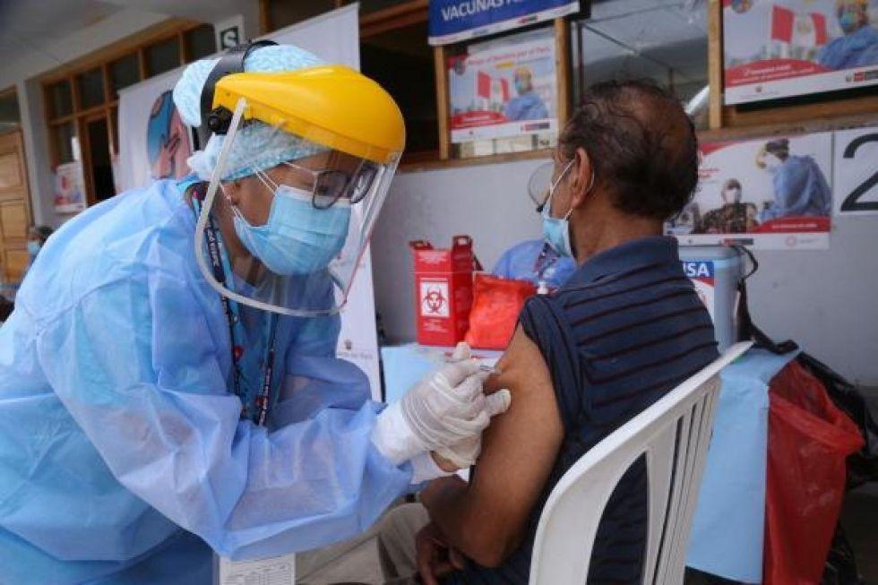 Bermejo obligará a restaurants a portar carnet de vacuna Covid