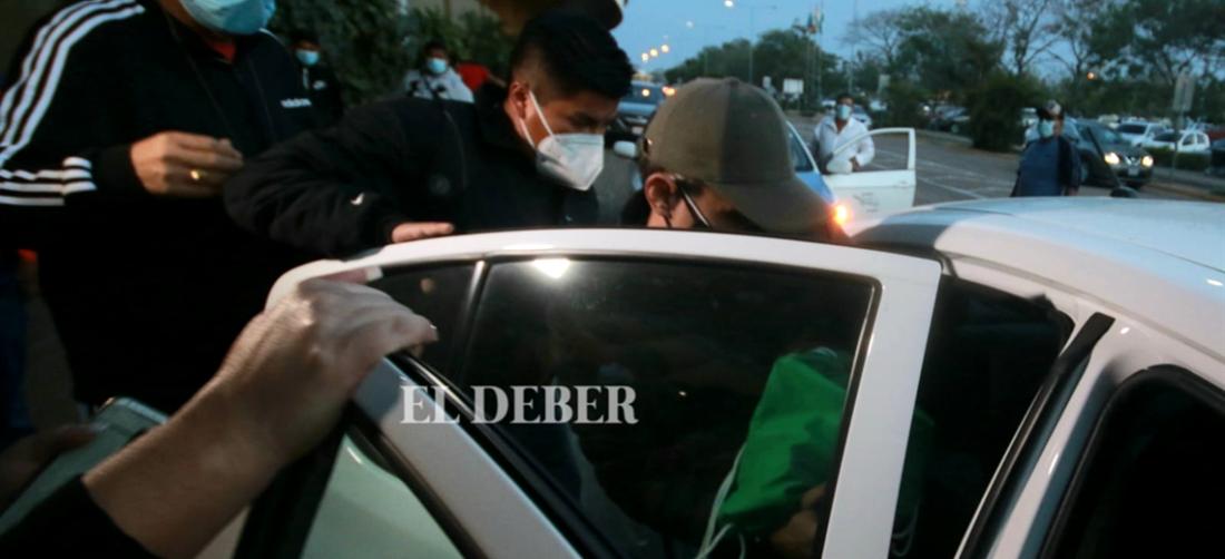 Así llegó Carlos Schlink al aeropuerto Viru Viru de Santa Cruz. Foto. Jorge Gutiérrez