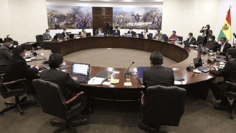 Observan a algunos ministros en el MAS, pero descartan cambios