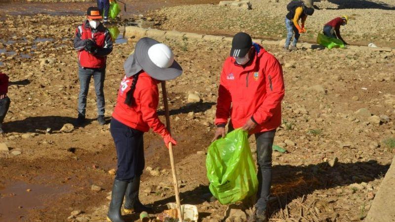 Copa participa de campaña de limpieza de ríos en El Alto