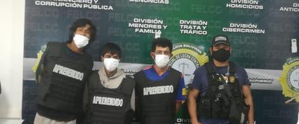 Policía presenta a los presuntos asesinos de propietario de local de pollos