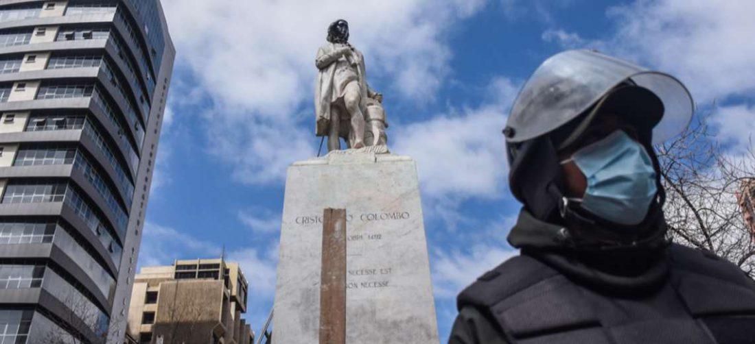 El daño a la estatua de Colón I AMN.
