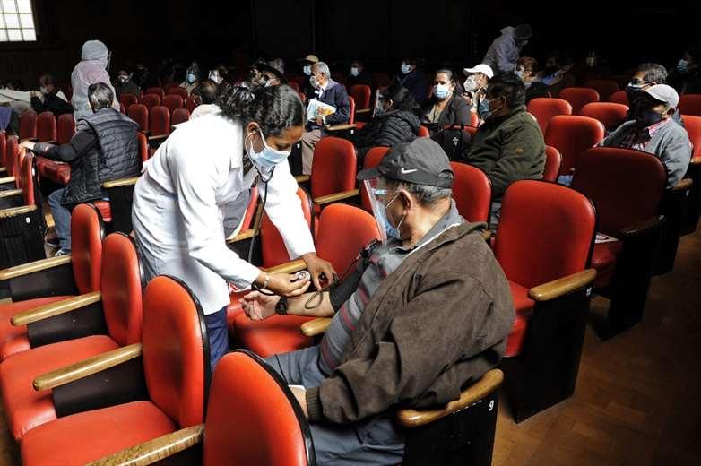 Vacunación en Bolivia. Foto: AFP