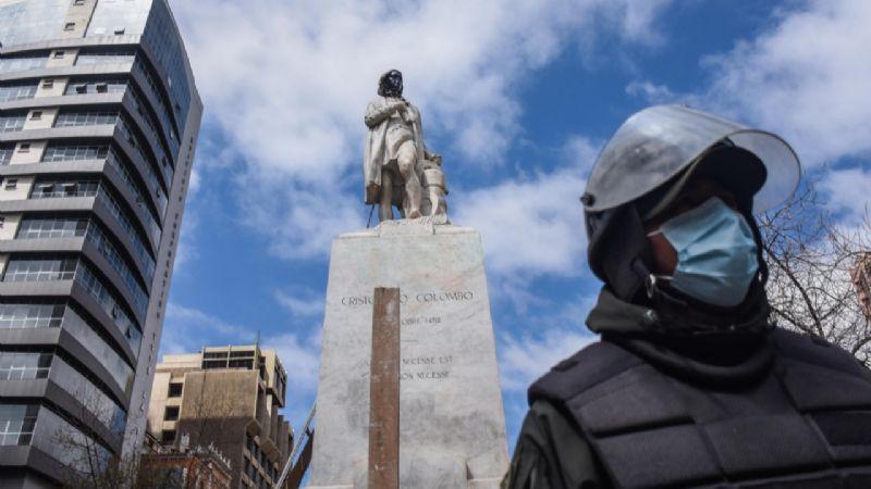 Alcaldía prepara acciones legales contra quienes vandalizaron la estatua de Colón