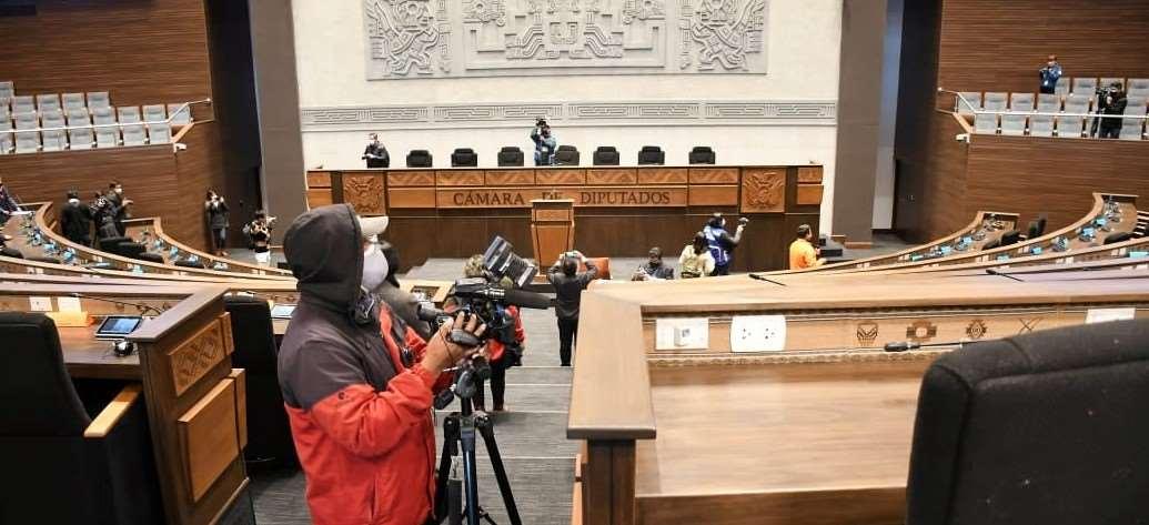 Las sesiones del 6 de agosto en el nuevo edificio provocó fricciones judiciales