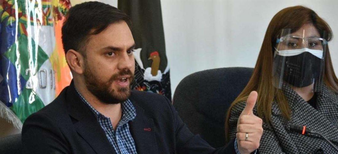 El ministro de Gobierno compareció cuatro meses después ante la comisión de Gobierno