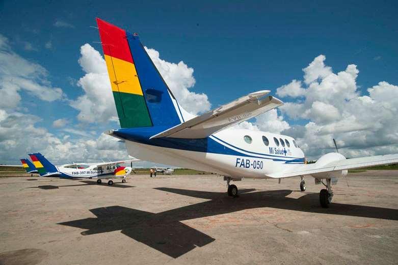 Cuestionan a Morales por el viaje a Tarija en un avión de la FAB