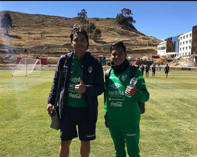 Alaín Niño de Guzmán junto a Marcelo Martins, ambos en la selección.