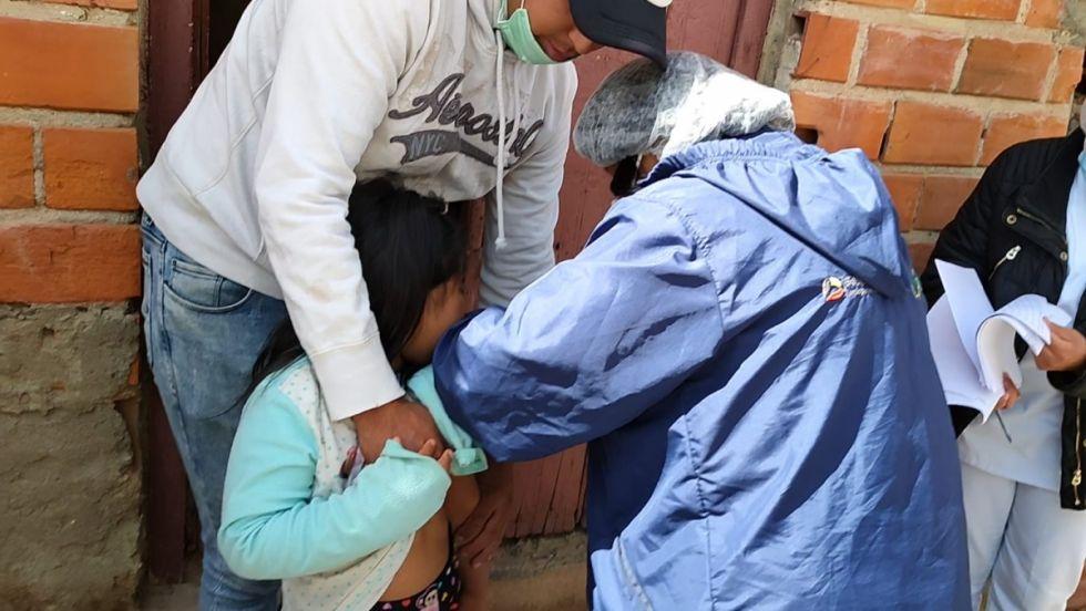 Brigadas inician vacunación masiva a menores de 6 años de Tarija
