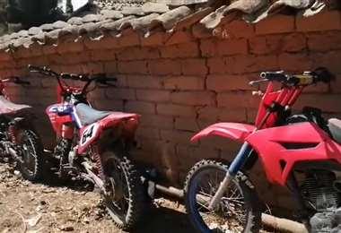 Estas son las motos encontradas en la vivienda allanada por la Policía