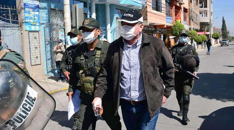 El general Alfredo Cuéllar ante de ingresar a la Fiscalía. Foto: Los Tiempos