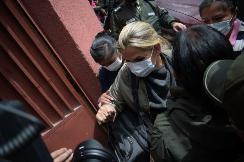 Junta médica determina que Áñez tiene salud estable y continuará tratamiento médico en la cárcel de Miraflores