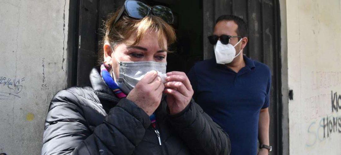 La aboga Norka Cuéllar tras verificar la situación de Jeanine Áñez. Foto: APG Noticias