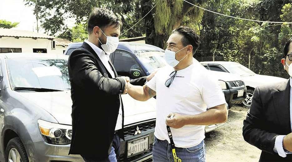 El ministro de Gobierno, Eduardo del Castillo, devolvió el vehículo a su propietario