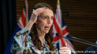 La primera ministra de Nueva Zelanda, Jacinda Ardern, anunció la extensión del confinamiento.