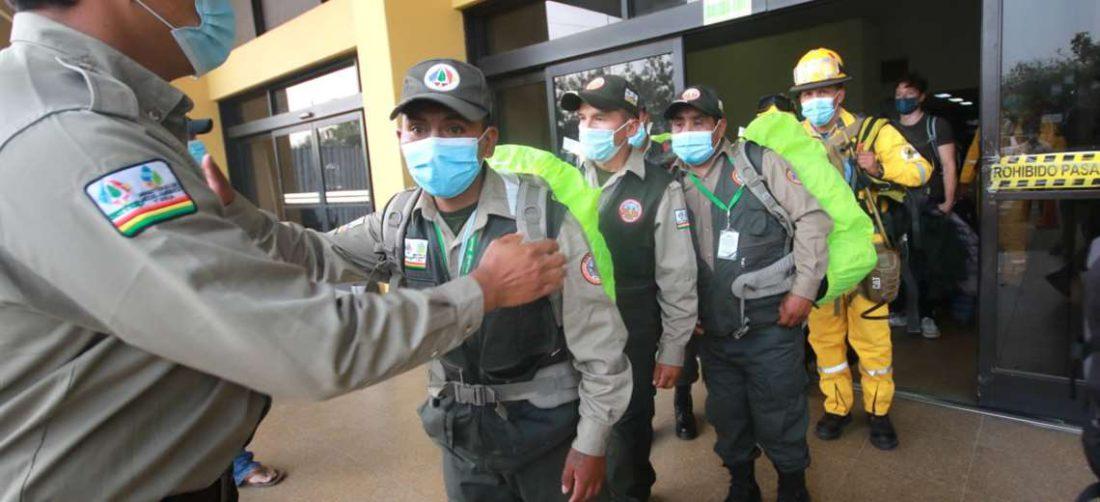 Guardaparques de La Paz llegando al Viru Viru. Foto: Jorge Guetiérrez