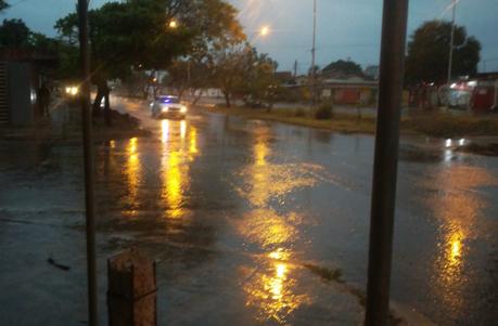 prolongada lluvia afecta a la capital cruceña. Foto: J. Delgadillo