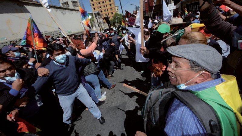 Marchas a favor y en contra de Añez reavivan la confrontación en Bolivia