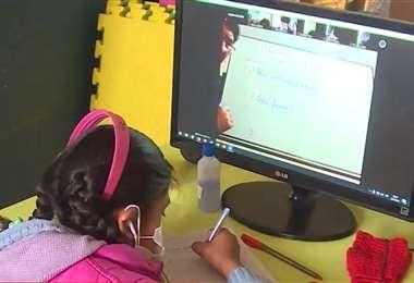 Los estudiantes retoman sus labores escolares de manera virtual (Foto: Unitel)