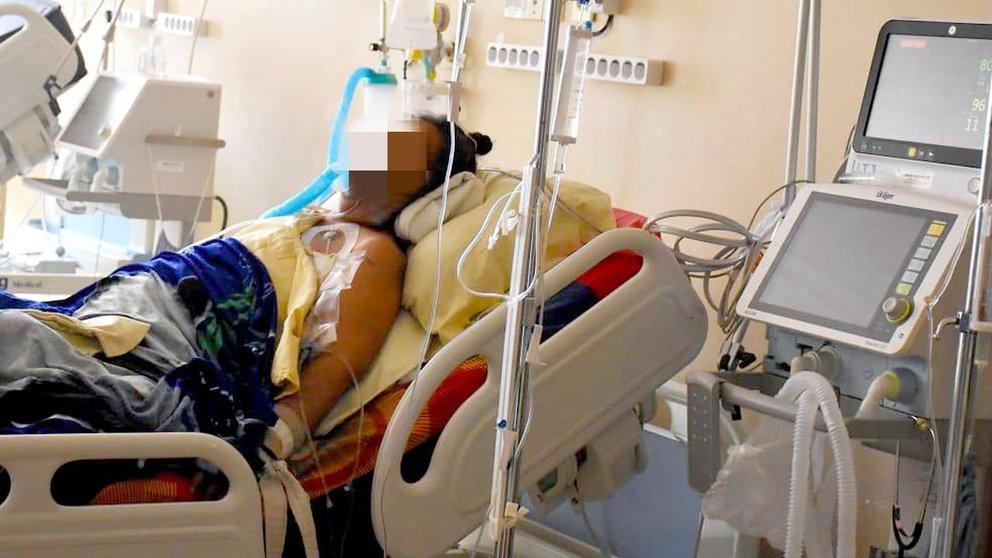 Una paciente recibe atención en terapia intensiva. ARCHIVO