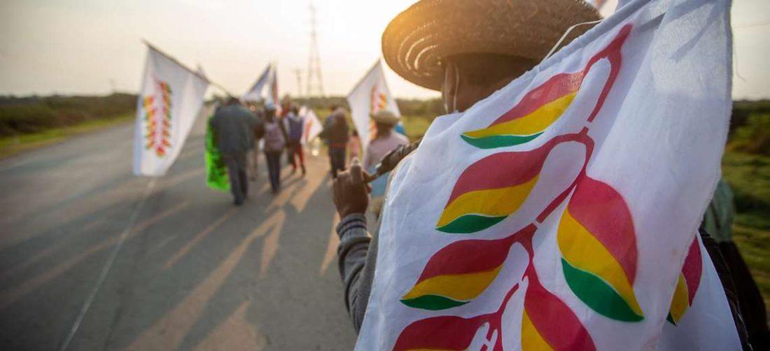 Marcha indígena avanza hacia Santa Cruz. Foto: EL DEBER