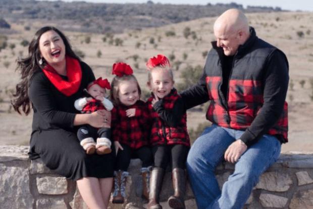 Wallace, de 30 años, era padre de tres nenas y esperaba a su cuarto hijo. (Foto: Twitter).