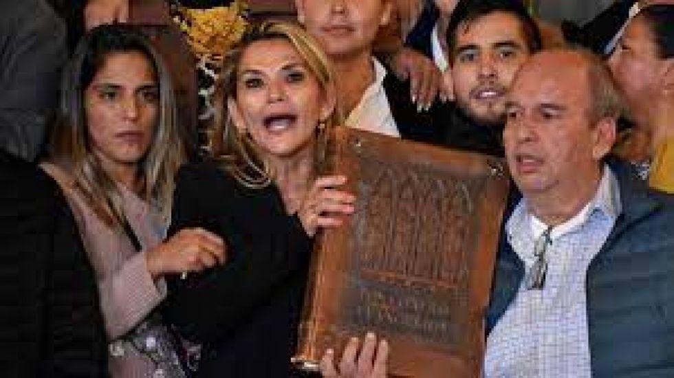 Fiscalía solicita al TSE que le informe si Añez fue nombrada o acreditada como Presidenta