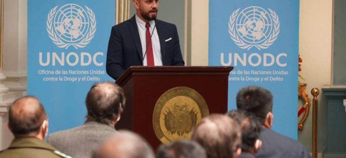 Del Castillo en la presentaciómn de informe sobre la coca I Gobierno.