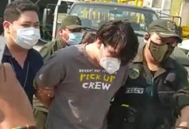 El hombre fue custodiado por agentes cuando se dirigía a prestar su declaración